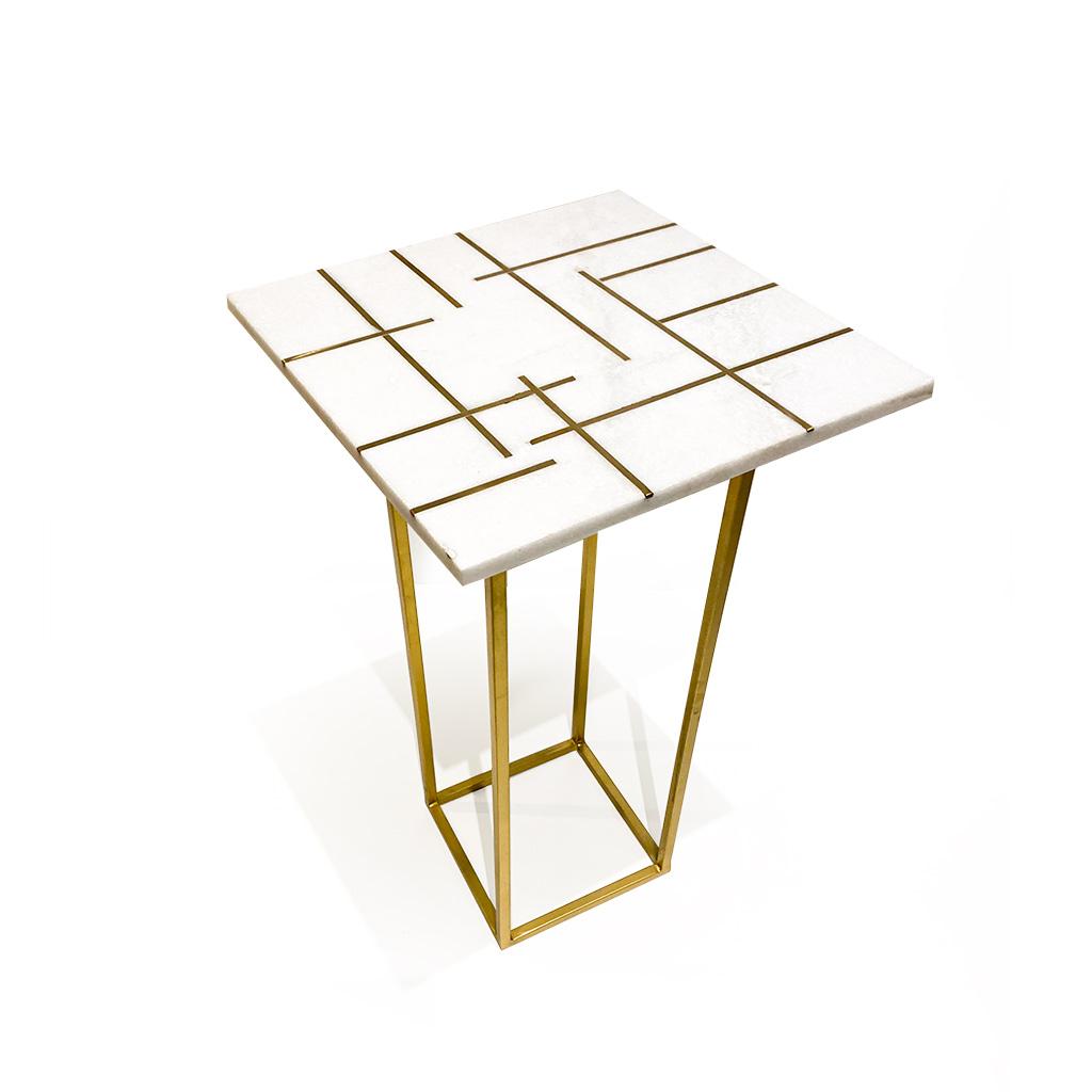 Mesa lateral quadrada mármore