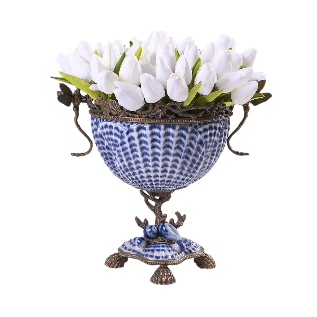 Vaso de porcelana com detalhes em bronze