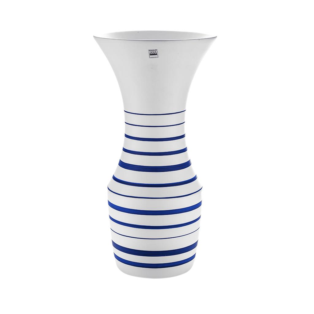 Vaso em cerâmica alto azul e branco